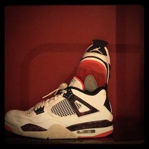 Sellin Some Jordan 4s
